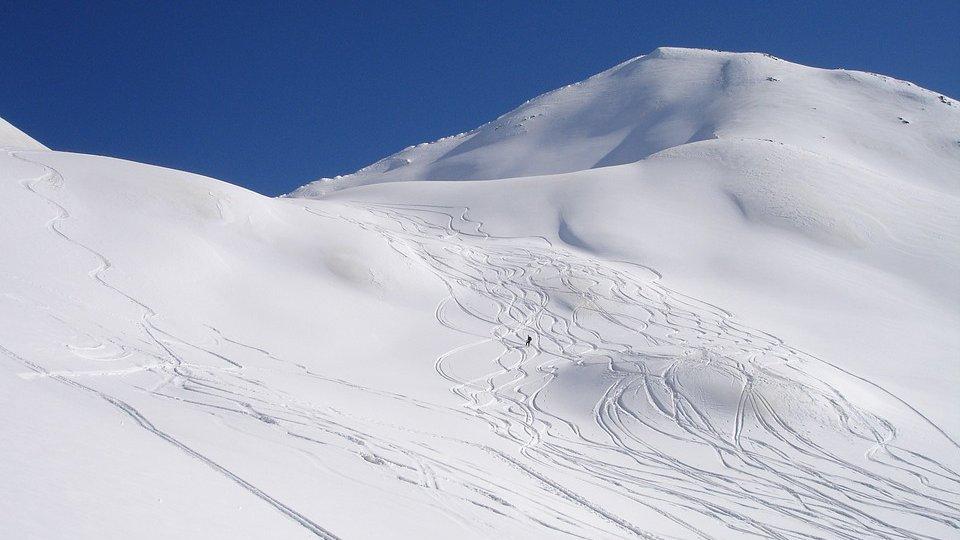 ski-tour-273762_960_720