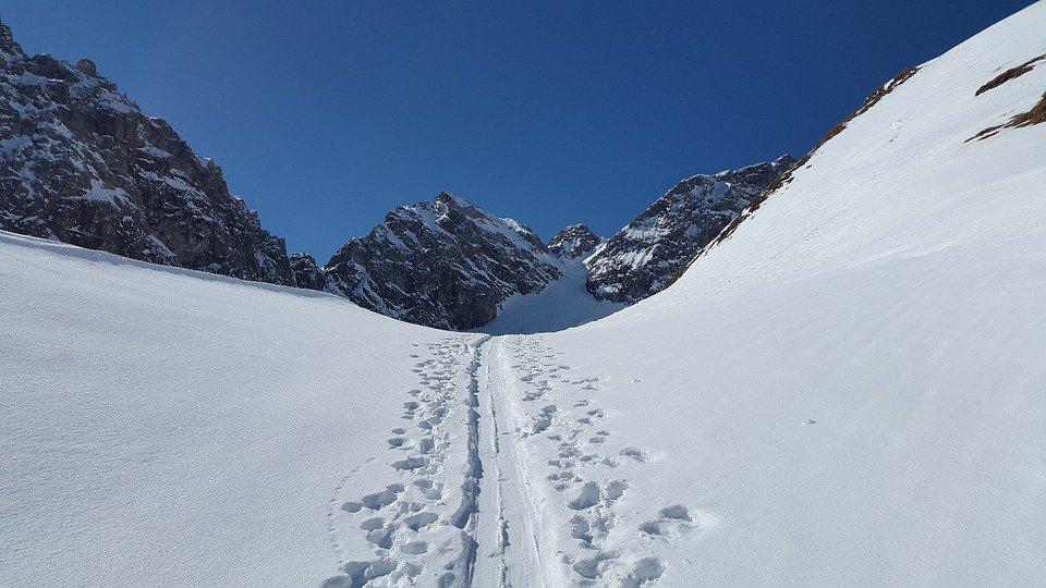 ski-track-672376_960_720