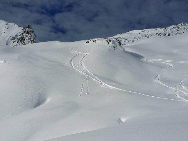 backcountry-skiiing-587360_1920